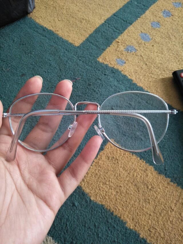 Kacamata besi bening silver