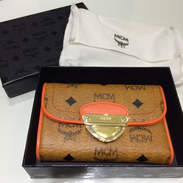 MCM 經典logo 全新三摺短夾 旗艦店購入