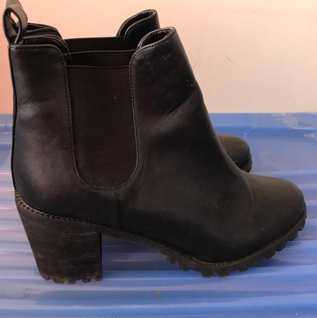 Monki black boots size 41 rrp 70