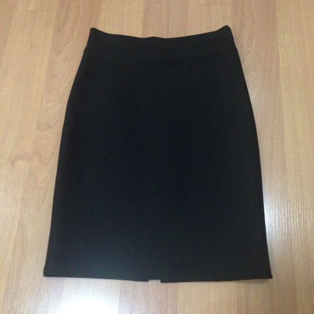 New:Black skirt
