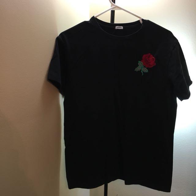 Rose patch black tshirt size m