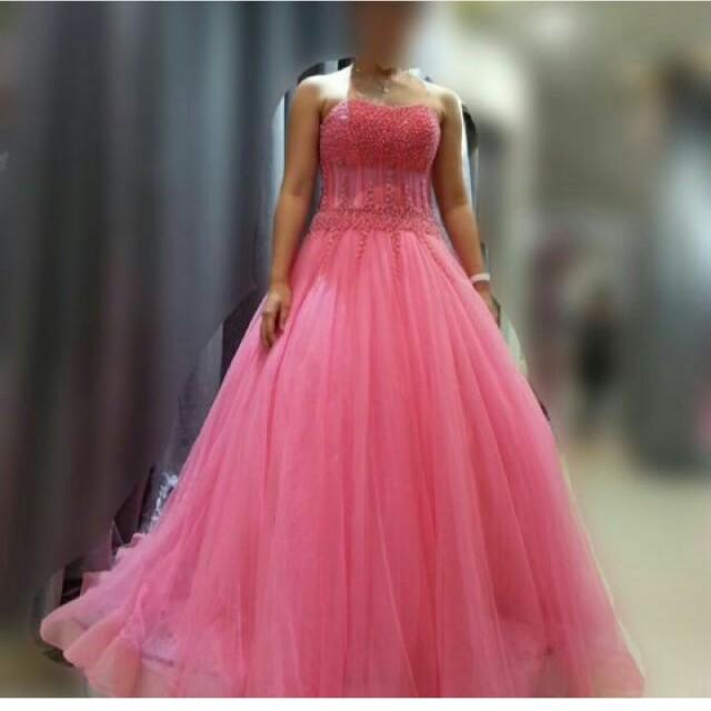 Sewa gaun