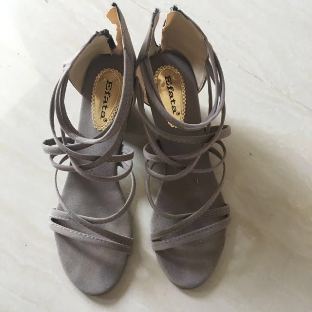 Straps heels in gray