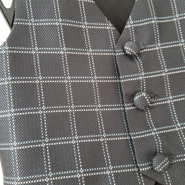 Suit vest and dress pass for baby size 3-6mths. New condition. No tags. Purchased for $60. Pick up Yorkville or Beaches. Yea its available. Ad will beremoved once sold. Message with preferred location and pickup date and time.