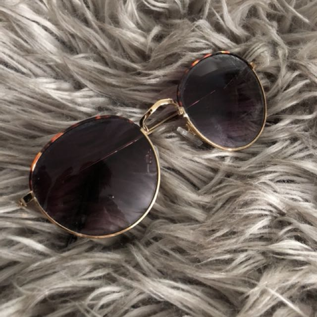 Urban outfitter sunglasses