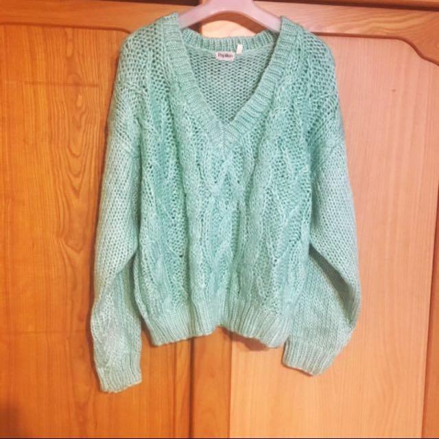 果綠v領毛衣