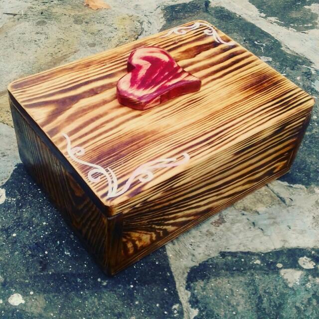 WOODEN BOX - Valentine Design