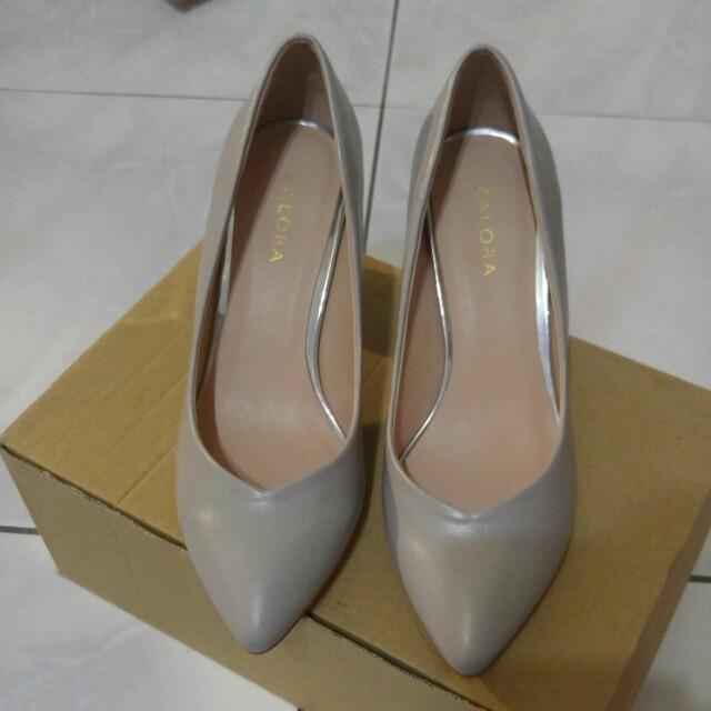 Zalora杏色高跟鞋