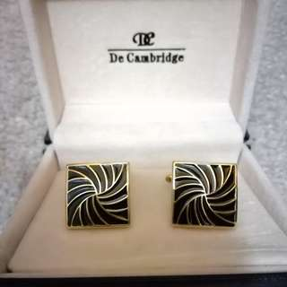 Beautiful cufflinks in only$15 with box