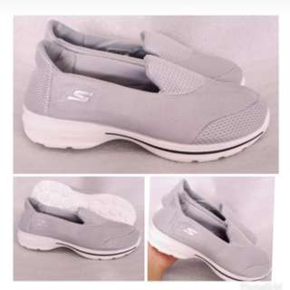 SEPATU SKACHERS FOR WOMEN LENTUR ENAK BUAT FASHION SLIP ON