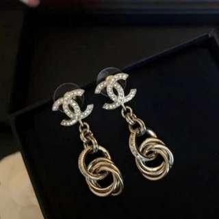 Chanel垂墜耳針式耳環