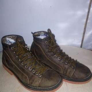 Raw custom boots