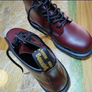 DR. MARTENS 101 IN CHERRY RED