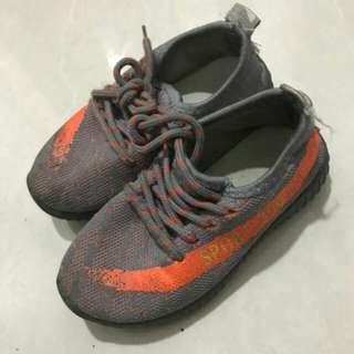 Adidas yeezy kids sz 29 not ori (anak umur 3-4 th)