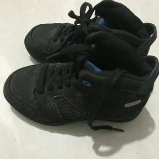 Phat pharm sneakers sz 28 (anak umur 3-4th)