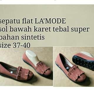 Sepatu flat/slip on