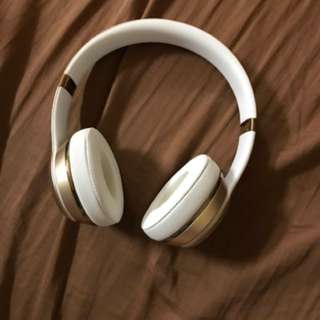 Gold Wireless Beats Solo3