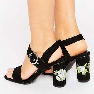 Embroidered Round Heel Sandals   Brand NEW - Size: 6