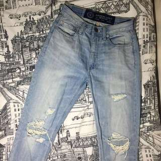 AMERICAN EAGLE OUTFITTERS Ripped Mom Jeans