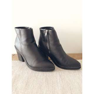 Black boots 7.5