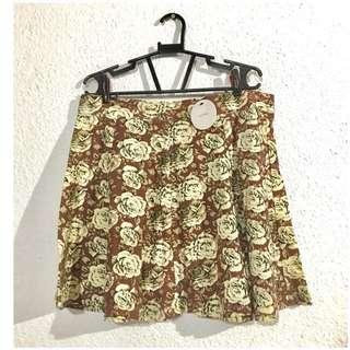 New: En Créme size L Floral Skirt - can fit medium