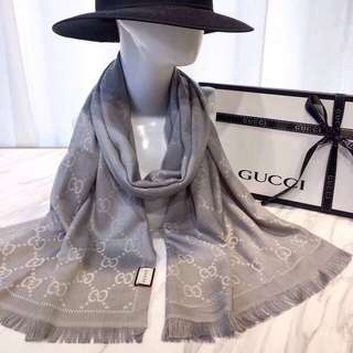 Authenthic Gucci logo print scarf in light grey with receipt