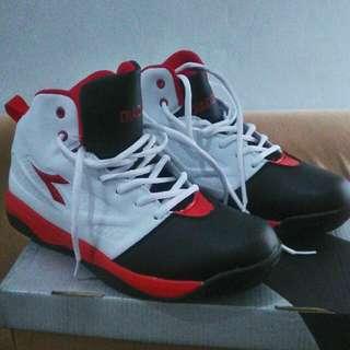 Sepatu Basket DRIBLING DIADORA
