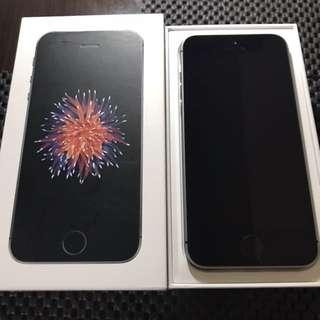 🚚 超新 iPhone SE 太空灰 32G 才用半年