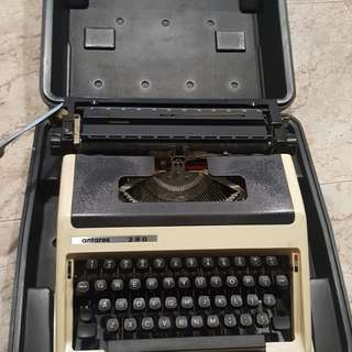 Vintage Typewriter with casing