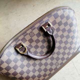 Loius Vuitton Authentic Alma Hand Bag