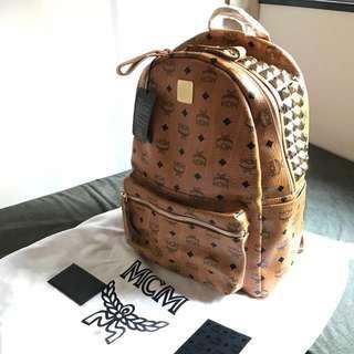 全新 MCM backpack 真皮窩釘柳丁背包