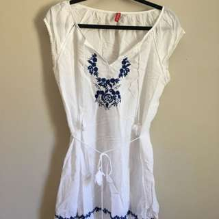 Cover up/ White summer dress