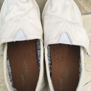 Toms shoes for girls size t9