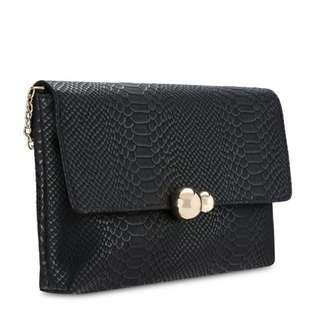 🚚 [預購]黑色蛇紋壓紋磁扣鏈條斜背肩背包