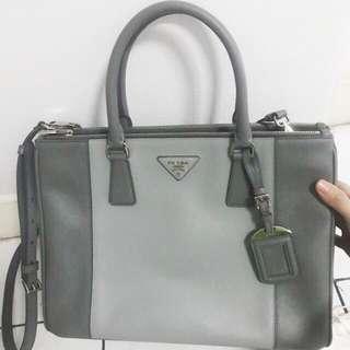 💯%  authentic Prada Bag