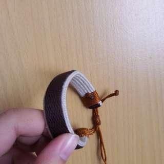 Gelang (adjustable strap)