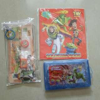 Buku warna Toy Story, Crayon dan alat tulis