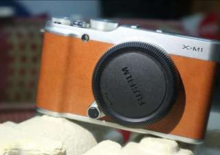 Fujifilm XM1 xm1 body only brown coklat