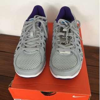 Nike Dual Fusion trainers