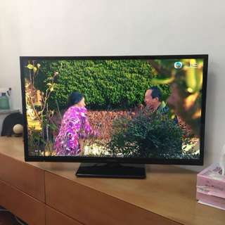 "Panasonic 32"" LED TV"