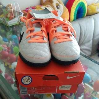 全新Nike男童足球鞋