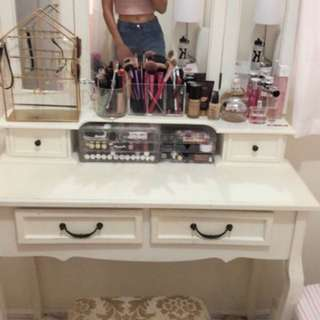 Dressing vanity table
