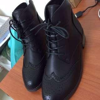 Grace gift 雕花 綁帶 短靴 23.5/37號