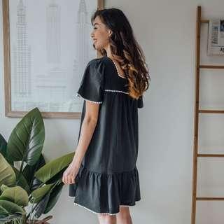 French Connection - Navy With White Neckline Dress ✧ Tara Milk Tea