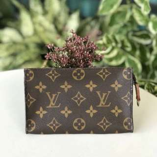 Louis Vuitton Pouch 17