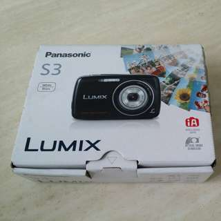 Panasonic Lumix camera DMC-S3
