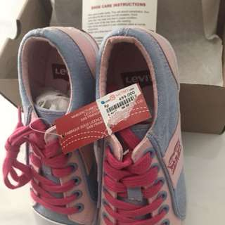 Levi's shoes for girl