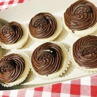 oreo vanilla cupcake with choco icing