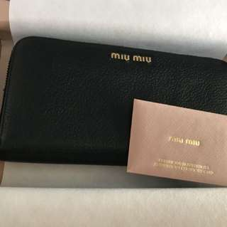 Miu Miu Leather wallet (Classic Black)