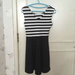 Dress Putih Hitam (Black & White Stripes)